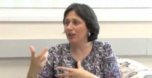 A professora e biblista Maristela Tezza, durante entrevista ao vivo