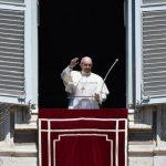 Papa: Maria nos capacita a atravessar com fé os momentos dolorosos